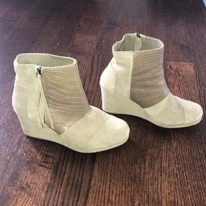 Toms wedge boots size 10